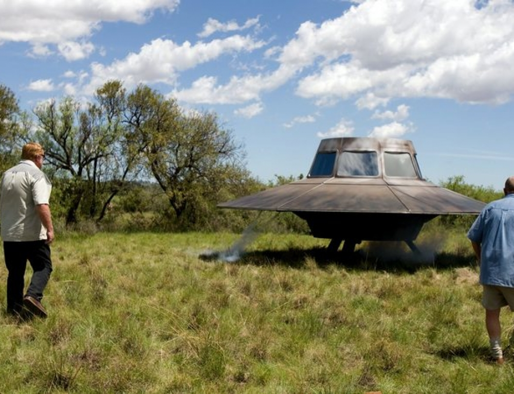 Visitors from outer space – or military aircraft made on Earth ?